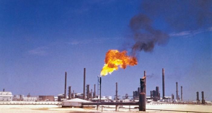 """عقب اغتيال """"سليماني"""".. أسعار النفط تصعد بأكثر من 4%"""