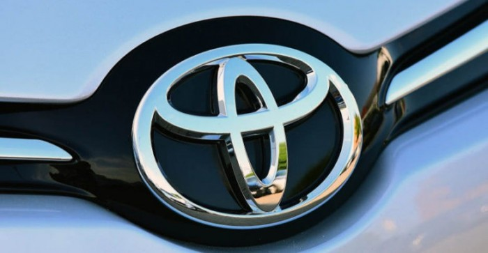 لإنعاش مبيعاتها..تويوتا تطرح فئات بتكلفة مخفضة من طراز Fortuner بالسوق الباكستانية