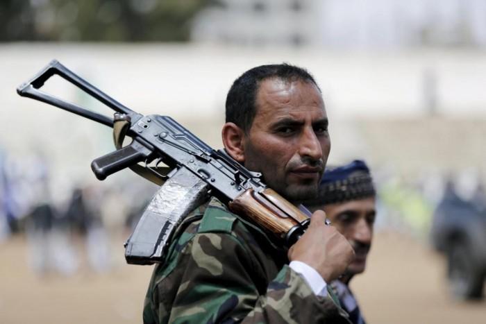 فوضى الحوثي الأمنية.. قصة مدني قتل أمام زوجته وطفله