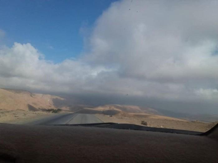 سحب منخفضة على سواحل ومرتفعات حضرموت (صور)