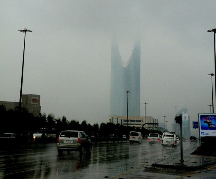 هطول أمطار خفيفة إلى متوسطة بالرياض