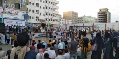 بالصور..محتجون على إرهاب الشرعية يتوافدون على ساحة شهداء المنصورة