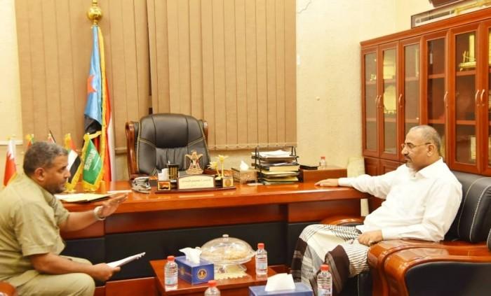 الرئيس الزُبيدي يوجه بتقديم مساعدات إغاثية لمواطني جزيرة ميون