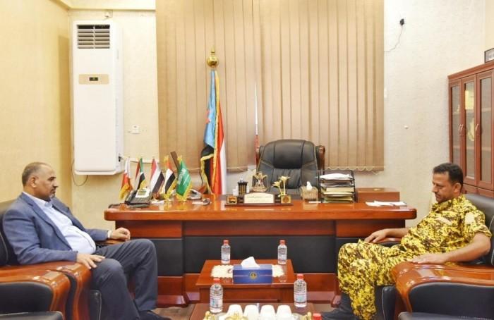 الرئيس الزُبيدي يوجه بتوفير الحماية الأمنية للمنظمات الإنسانية بالضالع