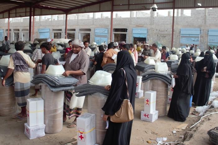 بدعم دولي.. مواد إيواء للأسر النازحة في لحج (صور)