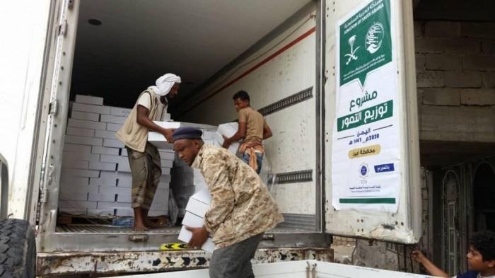بدعم سعودي ..توزيع 8,550 كرتون تمر في محافظتي شبوة والضالع (صور)