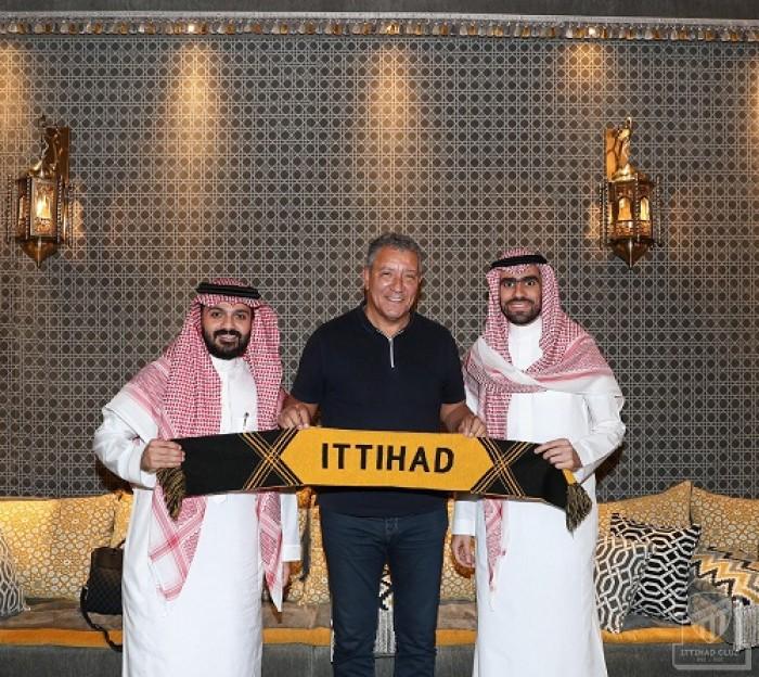 تقرير: نادي الاتحاد السعودي يهدد مدربه بالإقالة