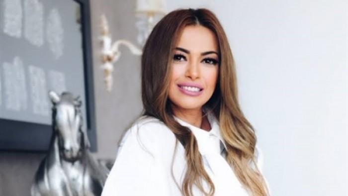 """داليا مصطفى :""""ياسمين صبري هي الأجمل في جيلها"""" (فيديو)"""