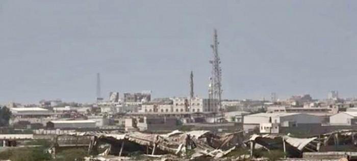 """بمدفعية الهاون..مليشيات الحوثي تقصف مواقع """"المشتركة"""" في الدريهمي"""