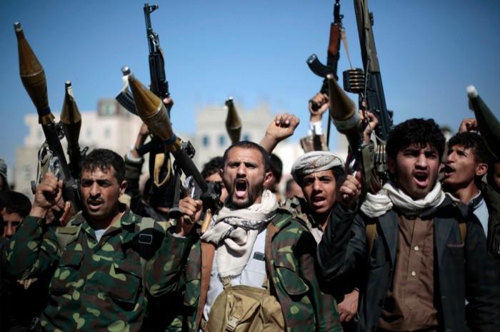 الحوثيون وتجنيد المدنيين.. قنابل بشرية مفخخة تزرعها المليشيات