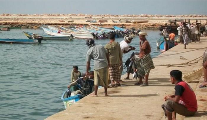 منفذ للجوازات في ميناء الشحر