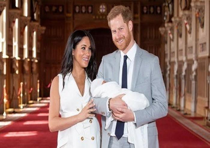 ميجان وهاري يعودان إلى كندا وسط انتقادات لخطتهما للتخلي عن واجباتهما الملكية