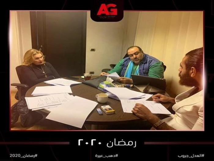 """يسرا تجتمع بـ سامح عبدالعزيز للتحضير لمسلسل """"دهب عيرة"""""""