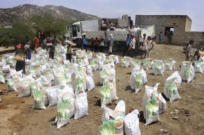 نهب المساعدات الإغاثية والدوائية.. عدوان حوثي على الإنسانية