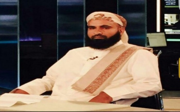 بن عطاف يفضح تناقض مساعد الأحمر في الرياض وأنقرة