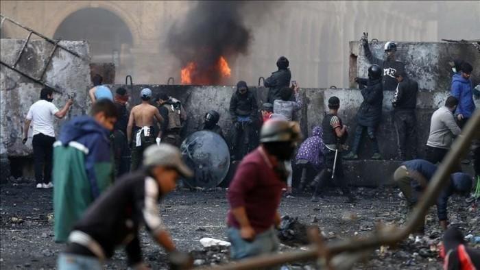 10 جرحى في مواجهات بين الأمن ومتظاهرين بكربلاء