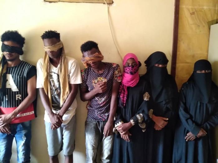الإطاحة بعصابة تخصص أفرادها بسرقة المنازل في دارسعد