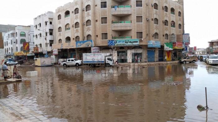 تخوفات من حدوث كارثة بيئية بسبب الأمطار في العاصمة عدن (صور)
