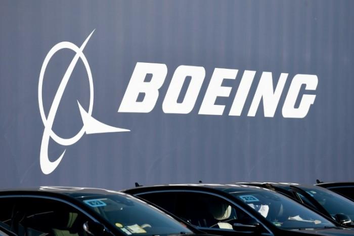 """""""موديز"""" تهدد """"بوينغ"""" بسبب طائرة 737 ماكس"""