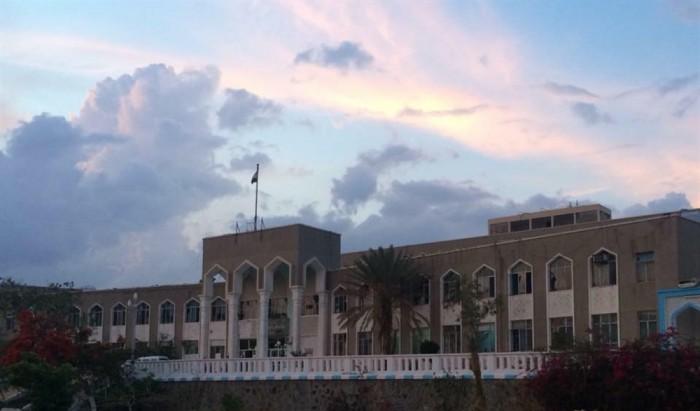 تحول لساحة اغتيالات.. مليشيا الإخوان ترفض تسليم مستشفى الثورة بتعز