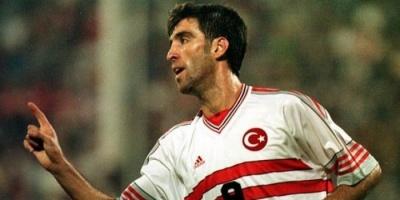 """بسبب أردوغان.. أسطورة كرة القدم التركية يتحول إلى سائق """"أوبر"""""""