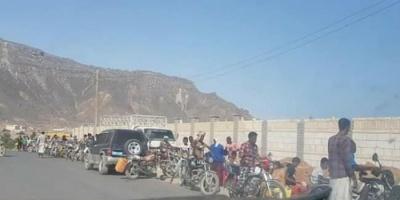العيسي يعاقب أبناء سقطرى برفع أسعار المشتقات النفطية