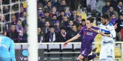 فيورنتينا يتحدى النقص العددي ويتأهل لدور الثمانية بكأس إيطاليا