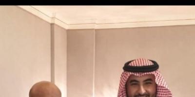 خالد بن سلمان يلتقي طارق صالح في السعودية