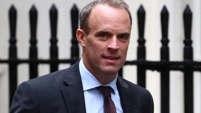 وزير الخارجية البريطاني يبحث مع نظيره السعودي ضرورة خفض التصعيد بالمنطقة