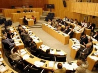 البرلمان القبرصي مهاجمًا تركيا: يقوض السلام في البحر المتوسط