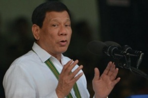 الرئيس الفلبيني يمنع مواطنيه من العمل في الكويت
