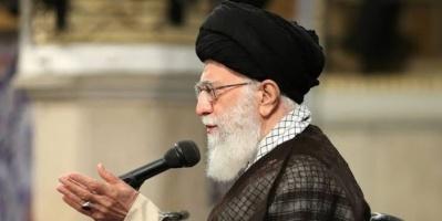 من أعلى المنبر.. هكذا حاول خامنئي بيع الوهم للإيرانيين
