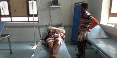 مليشيات الحوثي تصيب مواطنا بجروح خطيرة في قرية السقف بالجبلية (فيديو)