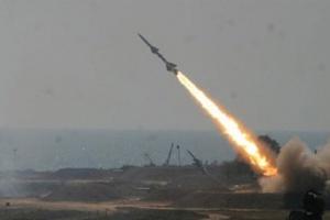 31 قتيلا وجريحا في القصف الحوثي لمعسكر الشرعية بمأرب