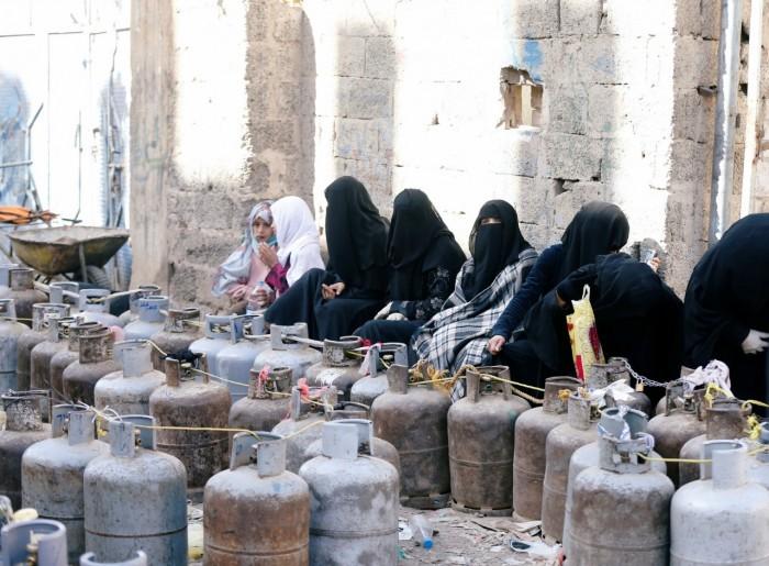 أعباء المليشيات الفادحة.. أزمات معيشية حوثية تحاصر صنعاء