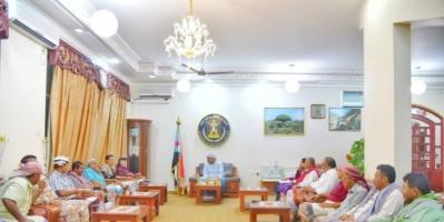 الرئيس الزٌبيدي يطلع على الأوضاع الأمنية في أبين