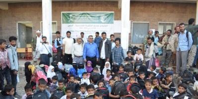 4 آلاف حقيبة مدرسية لمدارس حجر بالضالع