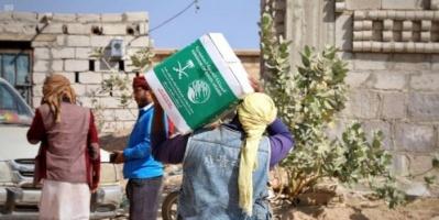 900 سلة غذائية من السعودية للنازحين في الضالع
