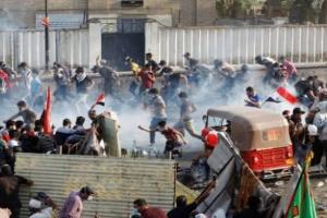 بالرصاص الحي.. مليشيا الحشد الشعبى تقتل 2 وتصيب 50 في اعتداءات على المتظاهرين بالعراق