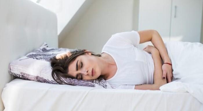 تعرف عليها.. أضرار يمكن أن تنتج من النوم على البطن