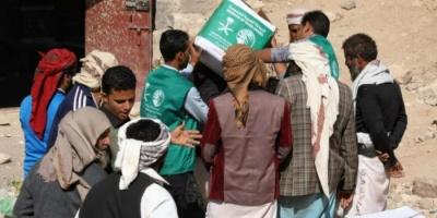 """""""سلمان للإغاثة"""" يواصل توزيع سلال الغذاء على النازحين بالضالع"""