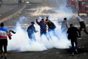 6 قتلى بينهم شرطيان في اشتباكات بين المتظاهرين وقوات الأمن ببغداد