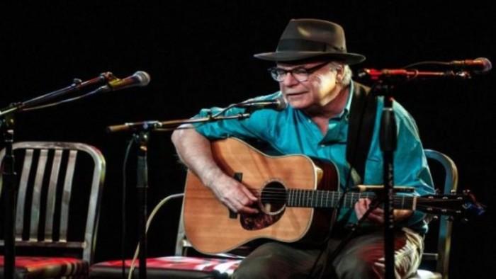 تفاصيل جديدة في وفاة المغني الأمريكي ديفيد أولني