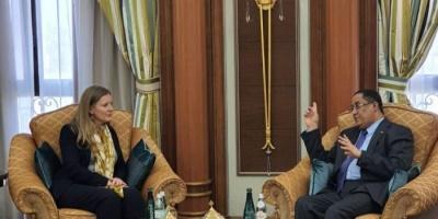 مسؤولان بريطانيان يشيدان بالروح الإيجابية للانتقالي في تنفيذ اتفاق الرياض