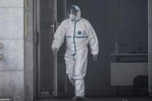 الصين تسجل أول حالة وفاة بفيروس كورونا خارج منطقة التفشي