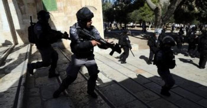 إصابة اثنين بالرصاص واعتقال آخر في فلسطين على يد قوات الاحتلال الإسرائيلي
