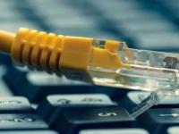 """الحوثيون وأزمة الإنترنت.. المليشيات تقطع """"كابلات"""" التواصل"""