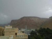 توقعات بأمطار على حضرموت وسقطرى الليلة