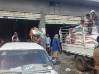 توزيع المساعدات الغذائية على المستفيدين بردفان خلال أيام