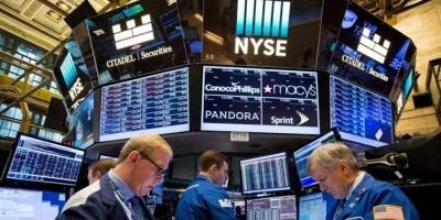 مؤشرات الأسهم الأمريكية تسجل انخفاضًا بسبب كورونا